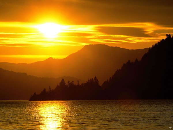 landscapes sunset over lake