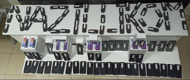 Nazilli'de 100 adet kaçak telefon ele geçirildi