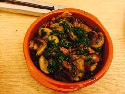 Champinones al ajillo (garlic mushrooms