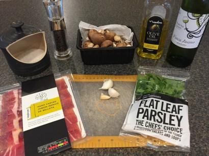 Ingredients for Champinones al ajillo (garlic mushrooms