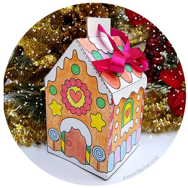 Make DIY gingerbread house ornament with this free printable gingerbread house template coloring page. #gingerbreadhouse #freeprintables #printable #Christmascraft #Ayelet_Keshet