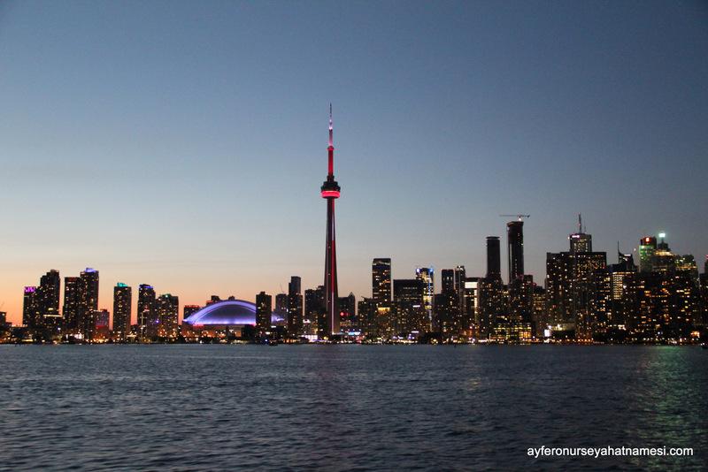 Adalara giderken vapurdan CN Tower ve genel manzara