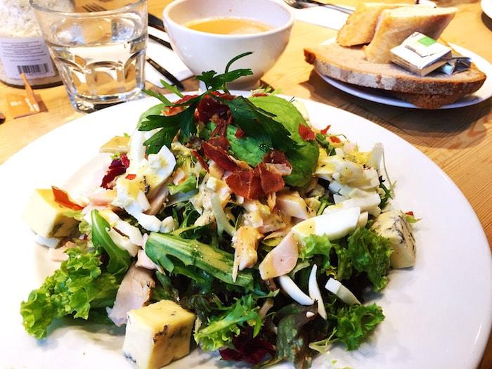 Salade bij Le Pain Quotidien