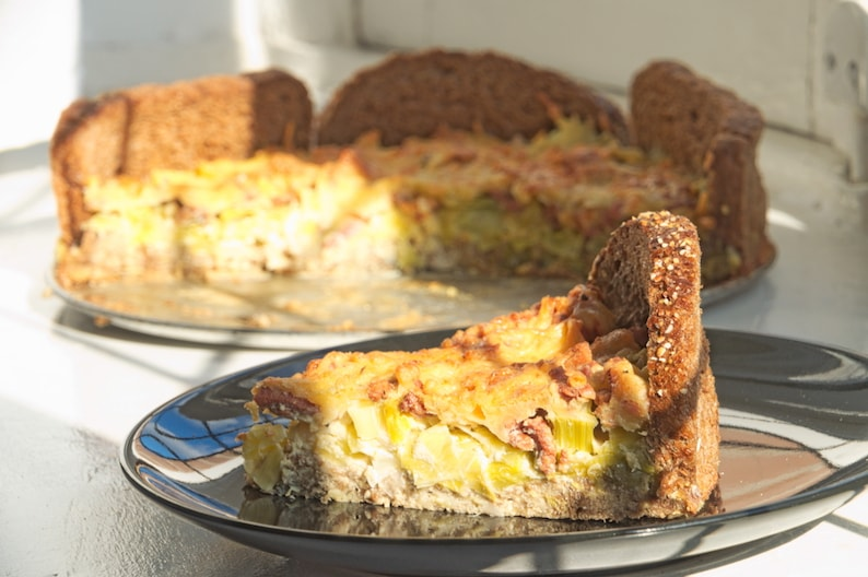 Preitaart met spekjes en kaas