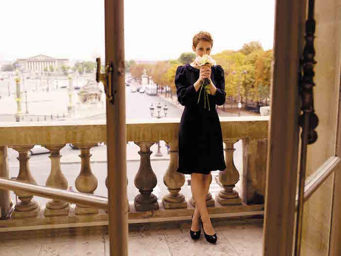 Stacey Kent met bloemen op het balkon
