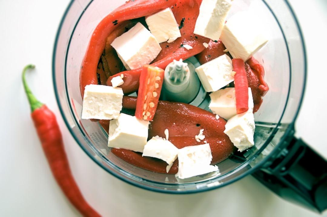 Paprika feta rode peper in keukenmachine