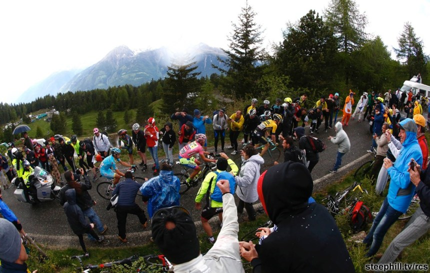 The pack is on the way of 16th stage of Giro d'Italia from Pinzolo to Aprica, 26 May 2015. ANSA/AULETTA - PENTAPHOTO - POOL