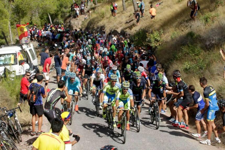 Vuelta2015_Stage8_peloton1