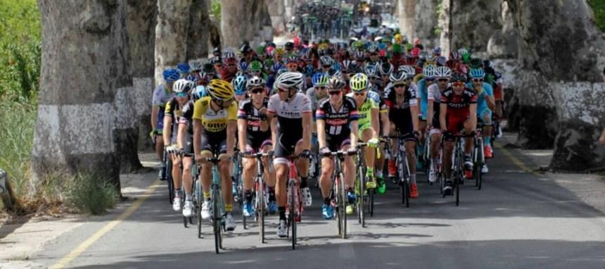 Vuelta2015_Stage8_peloton2_1