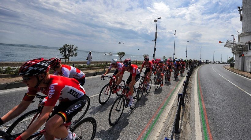 TUR2016_stage1_Lotto_Soudal_lead_the_peloton