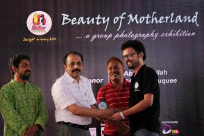 "Receiving ""One of the best photographer's Award""."