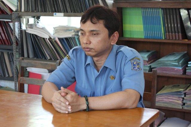 Pak Atung Yunarto adalah guru yang mengajar IPA Fisika, Matematika dan Memijat di SMPLB A YPAB