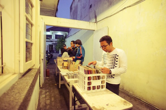 Piknik Akustik - Merayakan Records Store Day di Surabaya
