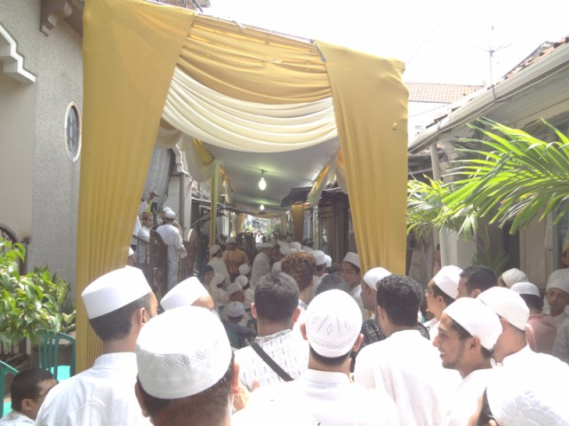 AhmadPernikahanKampungArabSurabaya14
