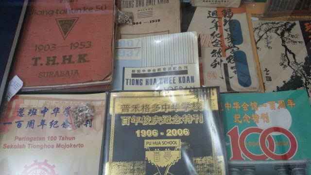 Buku-buku peringatan THHK dari berbagai kota. Foto: Erlin Goentoro