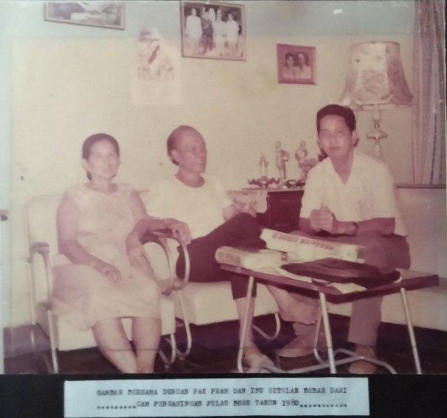 Foto Oei dan Pram setelah bebas di tahun 1980. Foto: Kathleen Azali