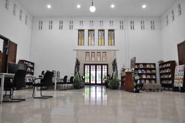 Dalam Perpustakaan BI. Foto: Josef K. Rahardjo