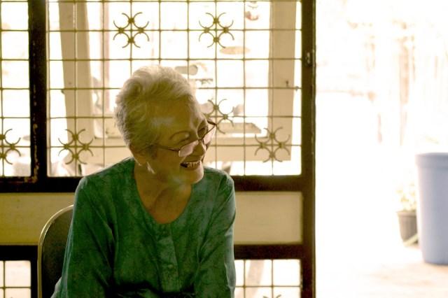 Ibu Thea Susetia Kusumo. Istri Pak Gatut ini bercerita cukup detail tentang sosok Pak Gatut dan film Soerabaia '45