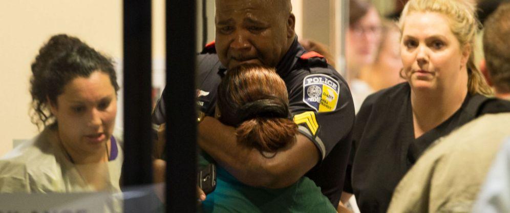 HT_DMN_Dallas_Police_Hugs_Woman_ml_160708_12x5_1600