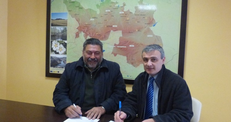firma-convenio-montestoledo2015.JPG - 336.00 KB