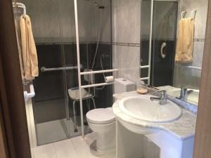 Adaptación de un cuarto de baño pequeño | Ayuda Discapacidad