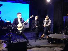 ayuo-talk-show-bouzouki-performance