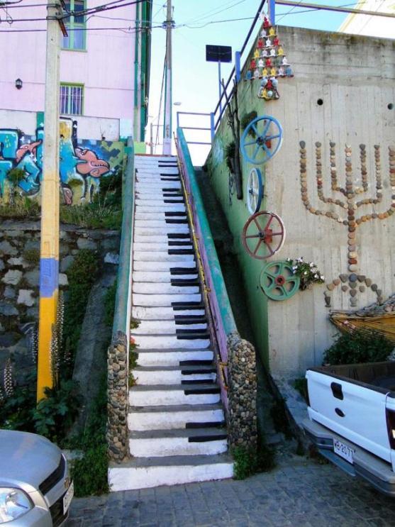 Kota dengan Seni Jalanan Terbaik di Dunia - Seni-Jalanan-Lukisan-Mural-di-Kota-Bethlehem-di-Valparaiso-di-Chili-2