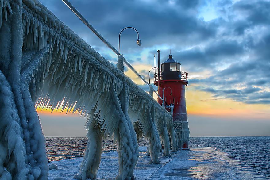 Mercusuar Terindah di Dunia - Gambar Foto Lampu Mercusuar Phare du Frozen St Joseph North Pier 2 Michigan, USA