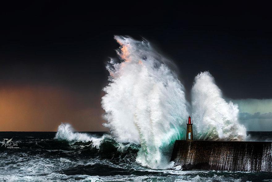 Mercusuar Terindah di Dunia - Gambar Foto Lampu Mercusuar Viavelez, Asturias, Spanyol