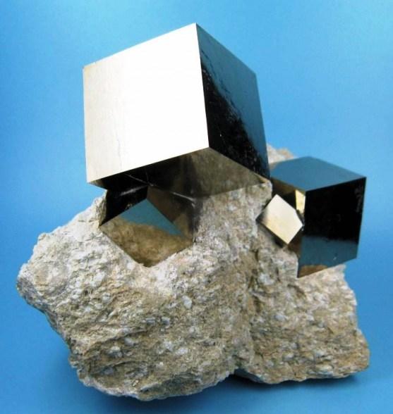 Foto Luar Biasa Yang Belum Pernah Anda Lihat - Gambar-Foto-Sebuah-Bebatuan-Mineral-yang-terbentuk-kubus-sempurna-secara-alami