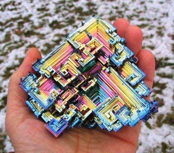 Foto Luar Biasa Yang Belum Pernah Anda Lihat - Gambar-Foto-bismuth-sebuah-element-kimia-dengan-permukaan-yang-teroksidasi-warna-warni-cantik