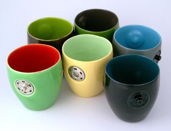 24 Contoh Mug Cangkir Desain Kreatif Original - Contoh Desain Mug Cangkir Kreatif Unik Original - Snap Cups 3 bergandengan nempel pake kancing