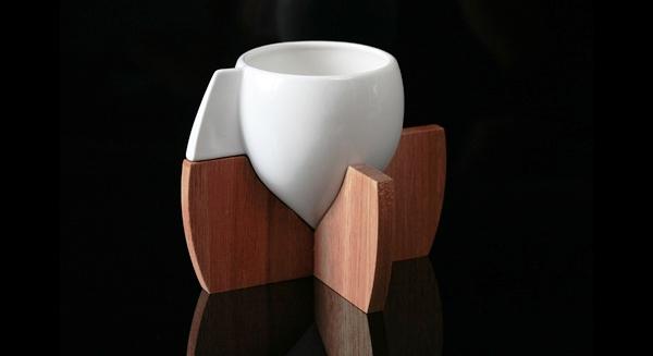 24 Contoh Mug Cangkir Desain Kreatif Original - Contoh Desain Mug Cangkir Kreatif Unik Original - The Skase Dudukan Kayu 1