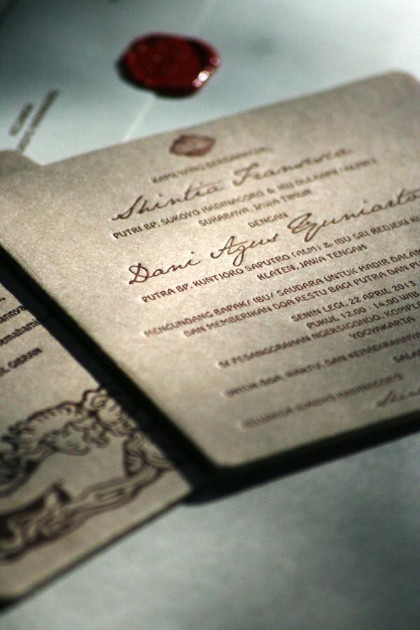 37 Contoh Konsep Undangan Pernikahan Indonesia - Konsep-Undangan-Pernikahan-Indonesia-Letterpress-Wedding-Invitation