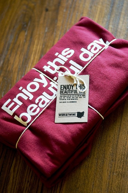 Desain Kemasan Packaging Kaos T Shirt Kreatif Bagus - Kemasan-T-Shirt-Pake-Tali-Ikat