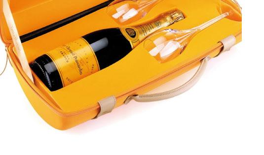 Penggunaan Warna yang Sukses dalam Branding - 03-veuveclicquot