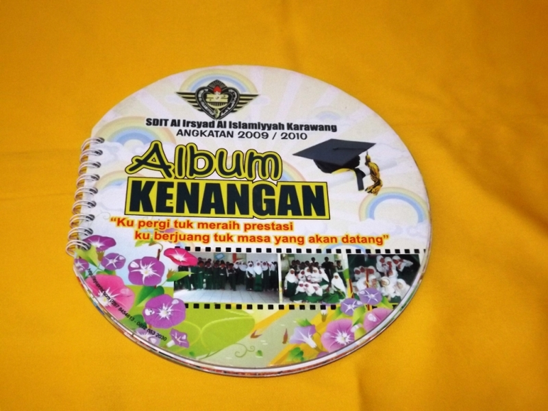 18 Contoh Desain Album Kenangan School Yearbook Templates Download