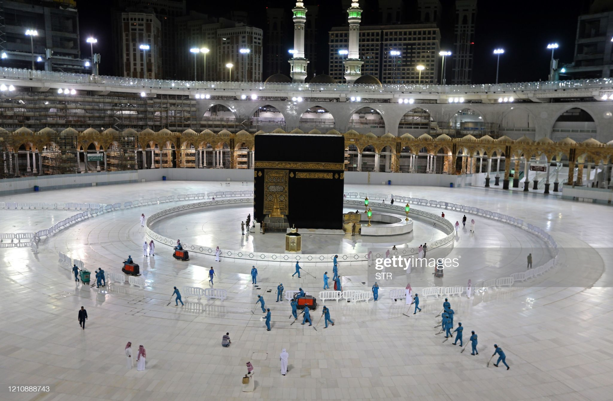 TOPSHOT - A picture taken on April 24, 2020, shows sanitation workers disinfection the area arround the Kaaba in Mecca's Grand Mosque, on the first day of the Islamic holy month of Ramadan, amid unprecedented bans on family gatherings and mass prayers due to the coronavirus (COVID-19) pandemic. (Photo by STR / AFP) (Photo by STR/AFP via Getty Images)
