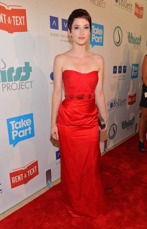 Chyler Leigh Daughter Apply Makeup Disaster Ensues