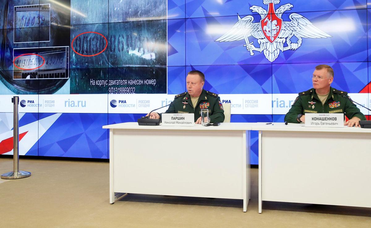 Foto: Militares rusos dan una conferencia sobre el accidente del avión MH17 de Malaysia Airlines en Moscú / Reuters