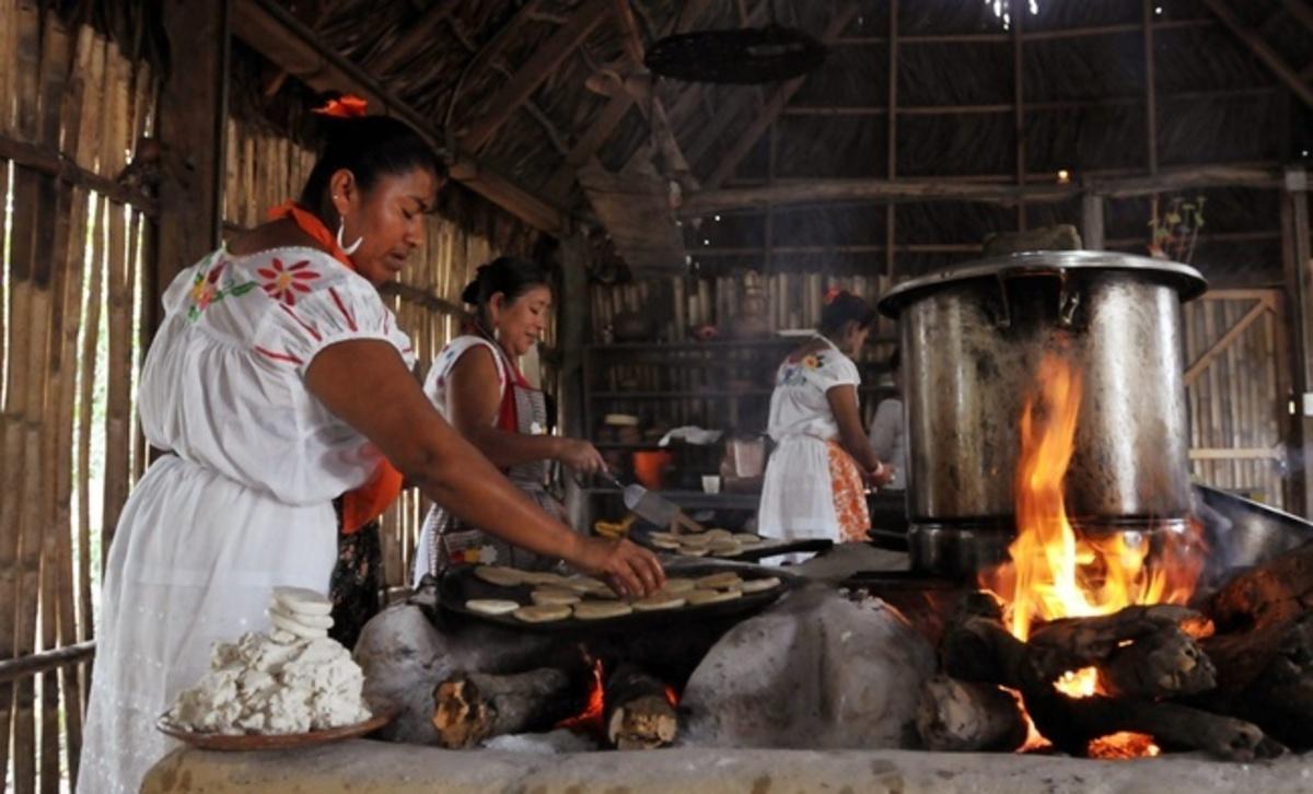 Mujeres de Humo custodias del arte culinario tradicional