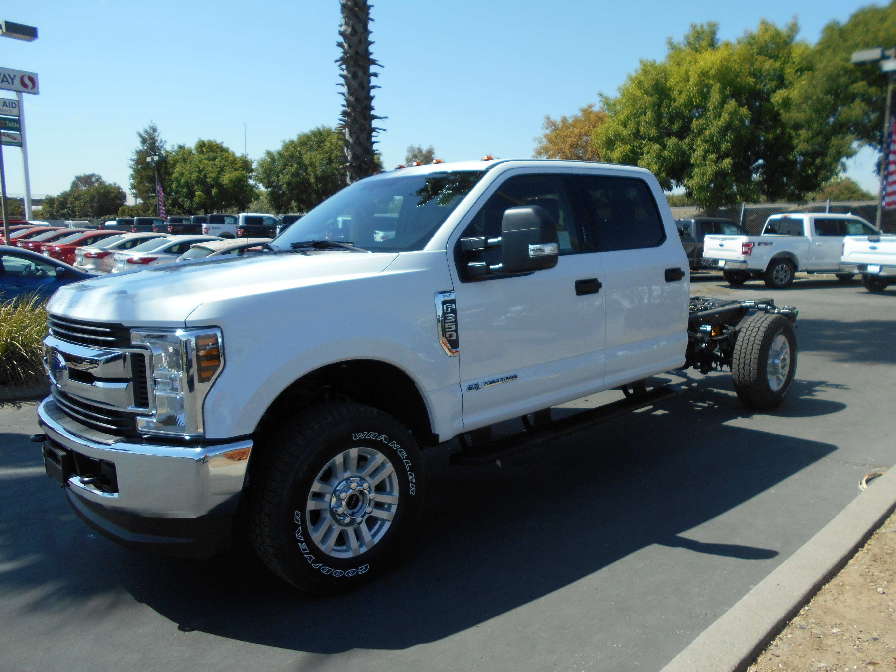small resolution of 2019 f 350 crew cab 4x4 cab chassis 54086 photo