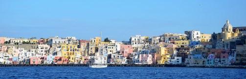 Procida et ses maisons colorées