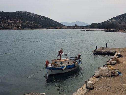 Sans nul doute le bateau du pêcheur qui approvisionne l'auberge de Maria