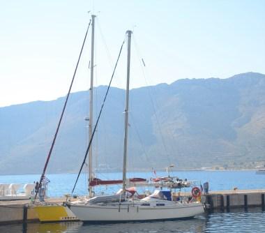 Azadi à couple avec Amiga, port de Tilos