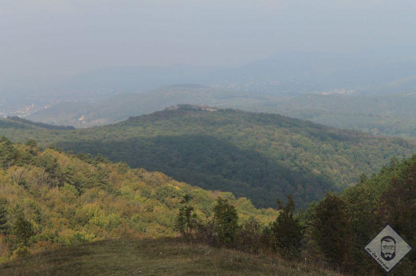KÉP / Nagy-Szénáson, szemben a Budai-hegység