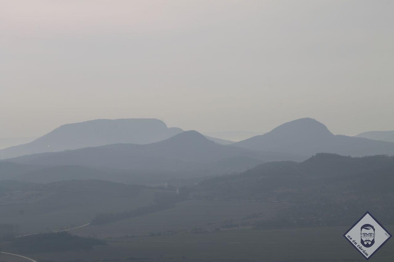 KÉP / Vulkáni kúpok, kilátás az Eötvös Károly kilátóból