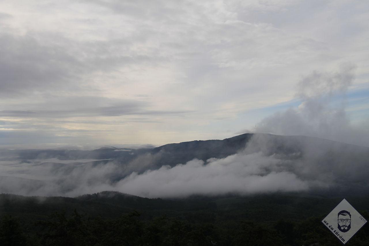 KÉP / Az ország teteje felhők takarásában
