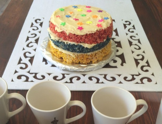rice-crispies-rainbow-cake-2
