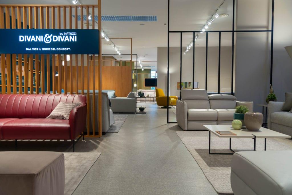Guarda la qualità dei complementi d'arredo esposti nel negozio divani e divani a roma più vicino. Natuzzi Nuovo Negozio Piu Grande D Italia Az Franchising